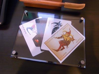 映画『ダークナイト』でジョーカーが使用したトランプのプロップレプリカ