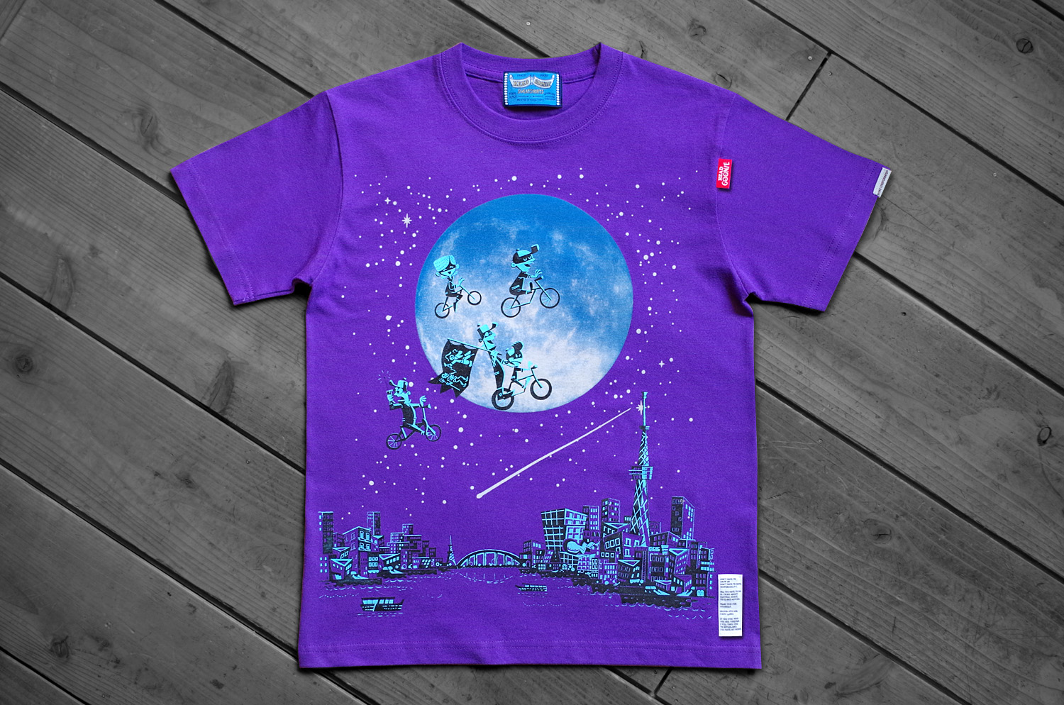 OVER THE MOON Tシャツup3